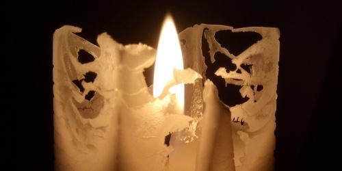 Spets på ytan av stearinljuset